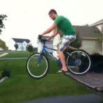 Mit dem Bike vom Pickup springen