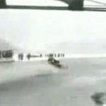 Schneemobil vs. Brücke