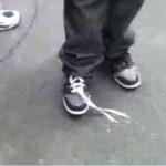 Schuh binden ohne Hände?